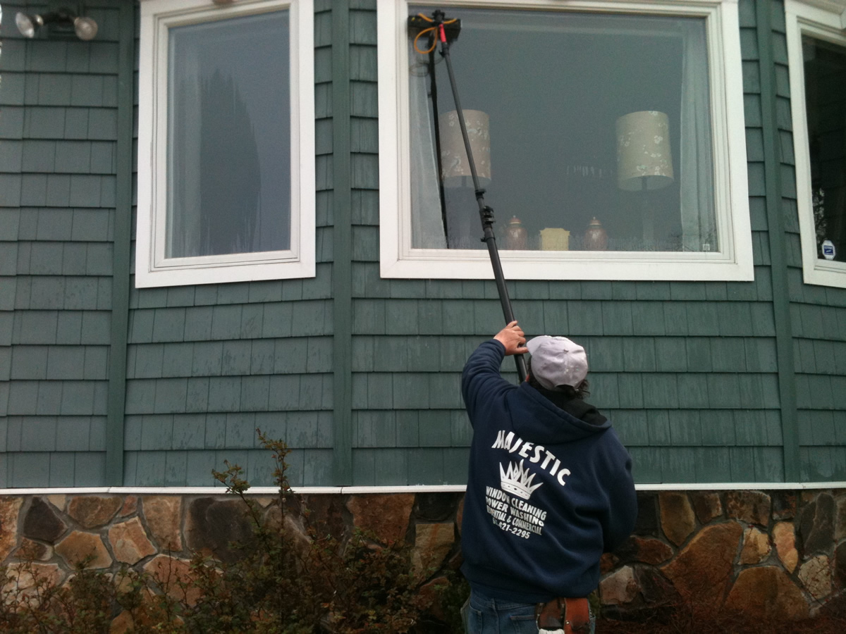 LOOKING FOR AN EXPERT WINDOW CLEANER IN LONG ISLAND?
